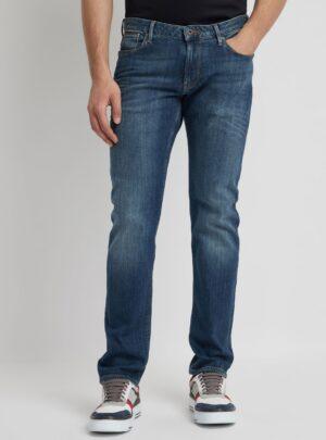 Jeans J06 slim fit in denim delavé